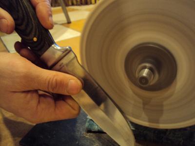 Заточка ножа с помощью абразивного круга